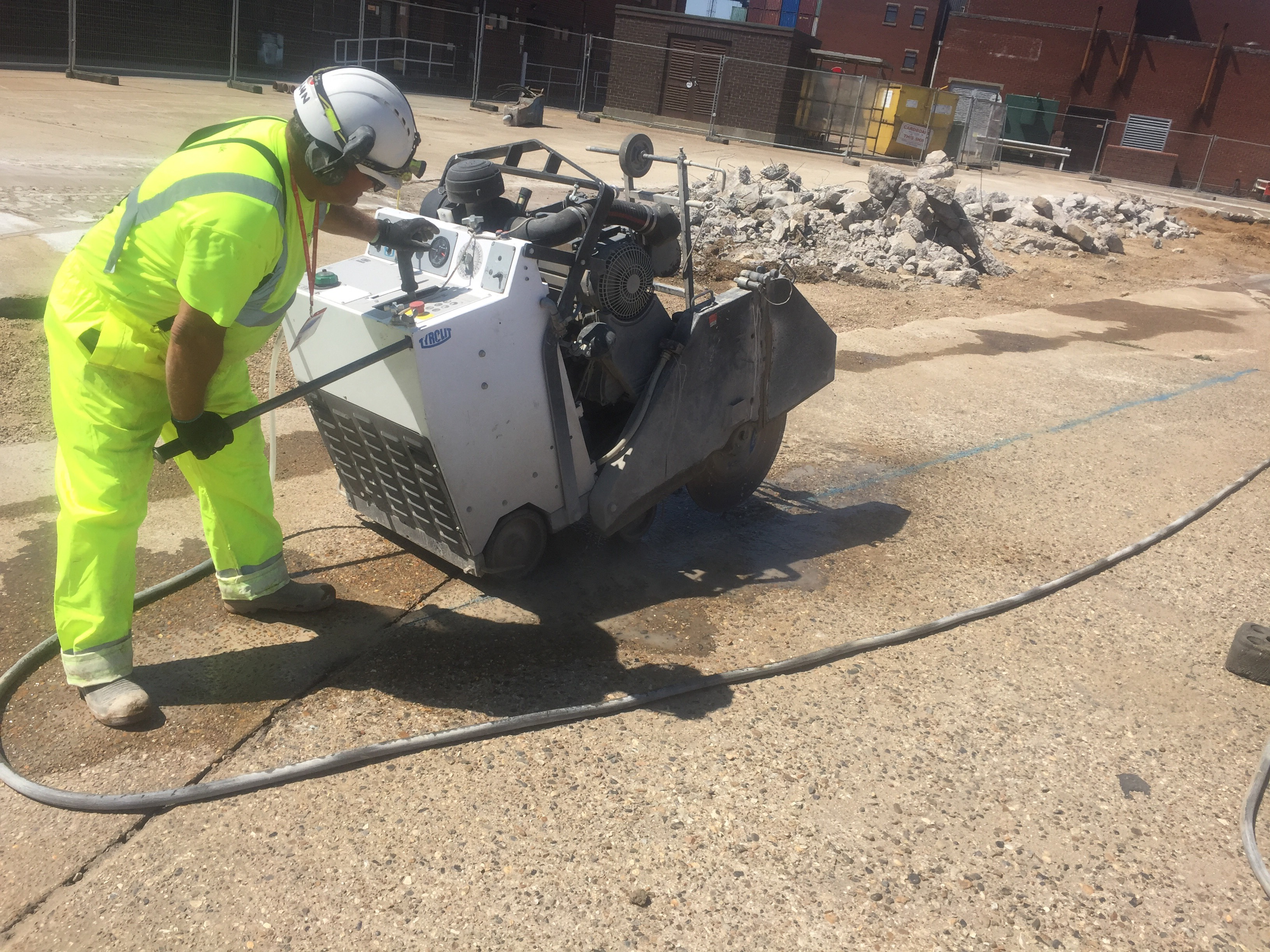 Scared Of Concrete Cutters? Use These Safety Tips Of Using A Concrete Cutter!